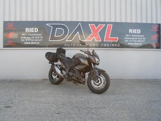 Kawasaki Z 300 ABS bei BM || Daxl Bikes in